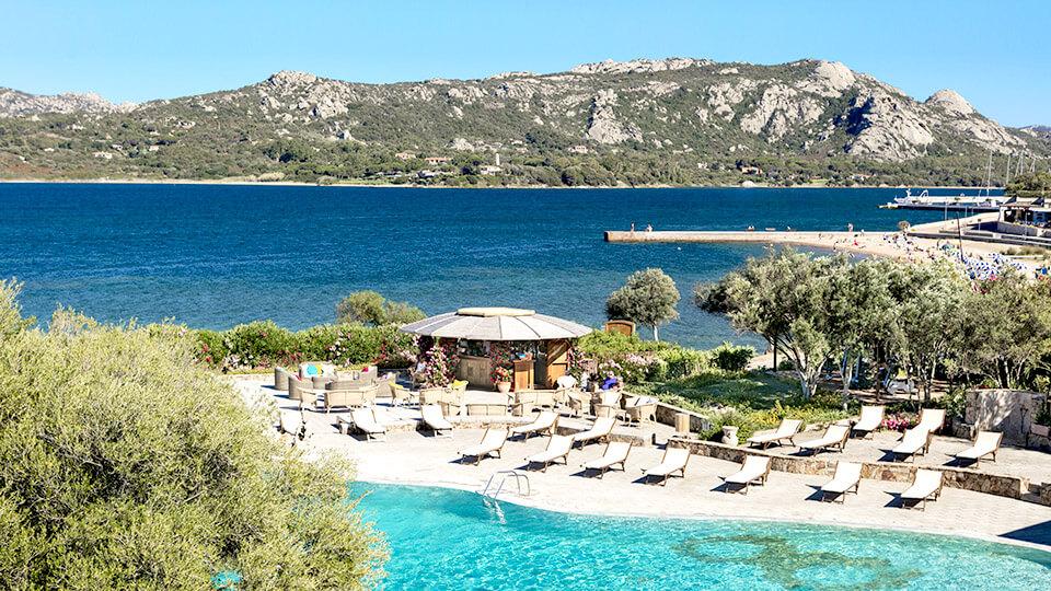Resort Cala di Falco, la piscina sul mare