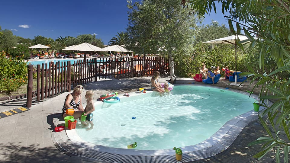 hotel-cala-falco-piscina-bimbi-960